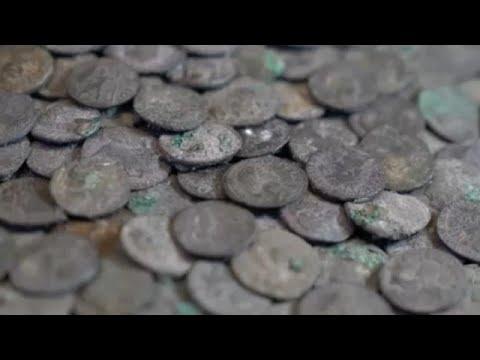 شاهد: اكتشاف كنز من العملات الفضية يتخطى عمرها 1950 عاماً في ألمانيا  - نشر قبل 5 ساعة