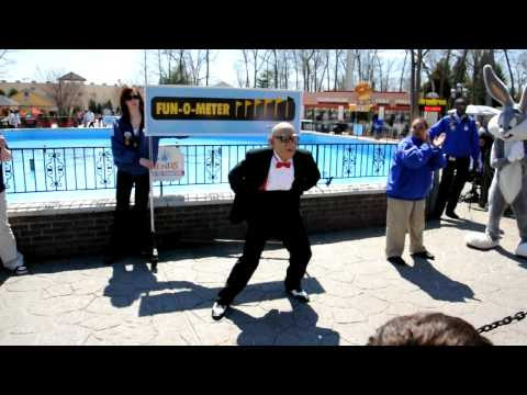 Dancing Mr. Six at Six Flags Great Adventure Jackson, New Jersey