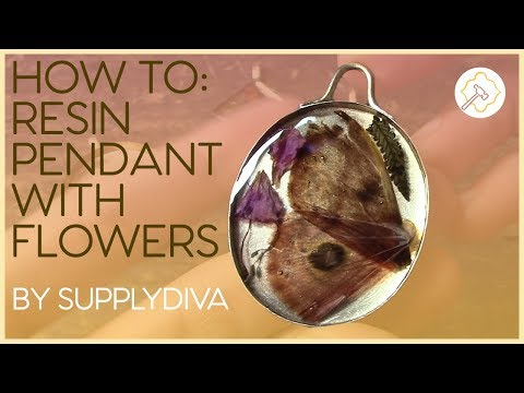 How to Set Dried Flowers in Resin for DIY Jewelry