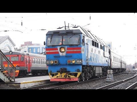 ТЭП70-0319 с пригородным поездом