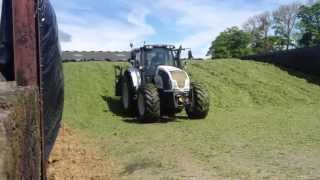Silage 2013. Valtra T203 Direct buckraking