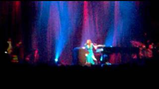 Tori Amos - Strong Black Vine, live in Amsterdam, Sept. 17, 2009