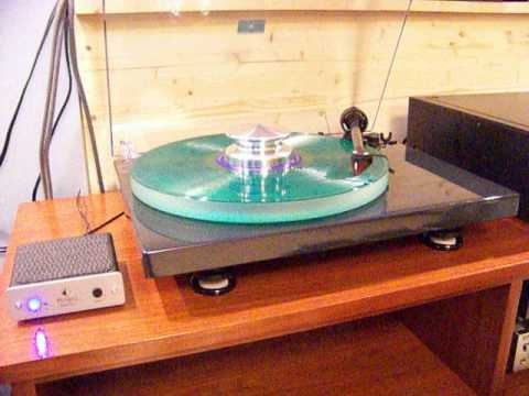Pro-ject turntable + Speed Box II + Ortofon cartridge. (abc)