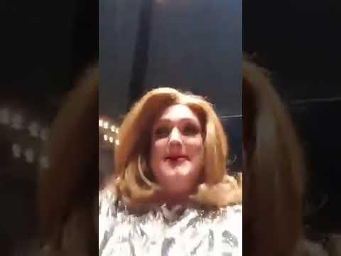 Adele chama drag queen cover de Adele ao palco