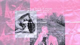 Download lagu OKI - Flashlight