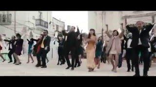 Amici Come Noi - Clip Finale - Il ballo alla Bollywood