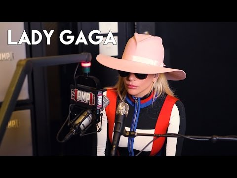 "Lady Gaga Talks About Working with Bradley Cooper on ""A Star is Born"""