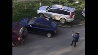 Булыжники в припаркованные автомобили бросал пенсионер в Невинномысске