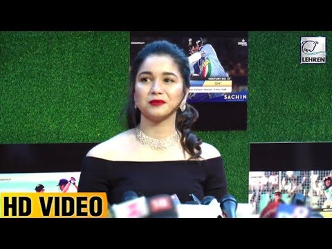 Sachin Tendulkar's Beautiful Daughter Sara Gets Emotional At Sachin's Movie Premiere | LehrenTV