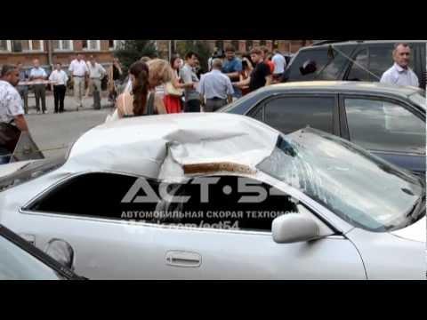 Фонтан пробился из трубы в центре Новосибирска