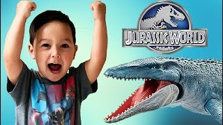 Father & Son unbox Jurassic World Mosasaurus with T Rex