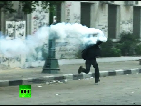 Video: New clashes in Cairo as cops tear-gas anti-Morsi crowds