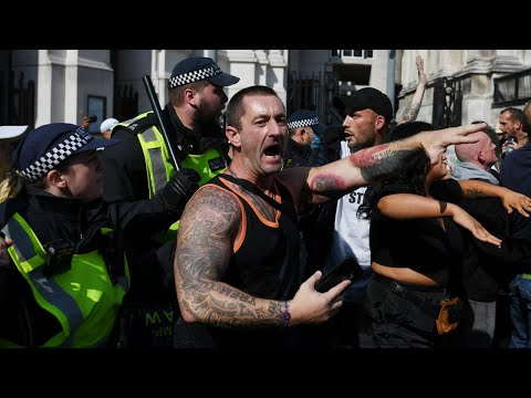 Violent scenes at anti-vaccination and anti-lockdown protest in London | Covid-19