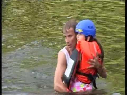 TADY HLÍDÁM JÁ - Lukáš Vaculík zachraňuje topící holčičku!