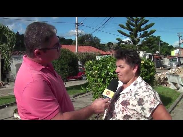 Vereadora Lúcia Andrade acompanhando a demolição da Escola Góes no Entroncamnto de Laje