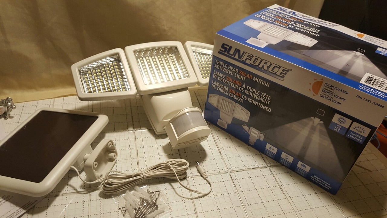 COSTCO SUNFORCE Triple Head Solar Motion Activated Light