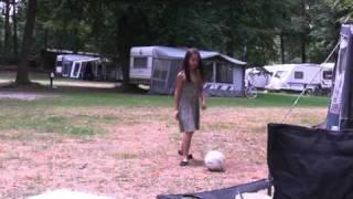 voetballen op camping de Berenkuil te Grolloo 2010