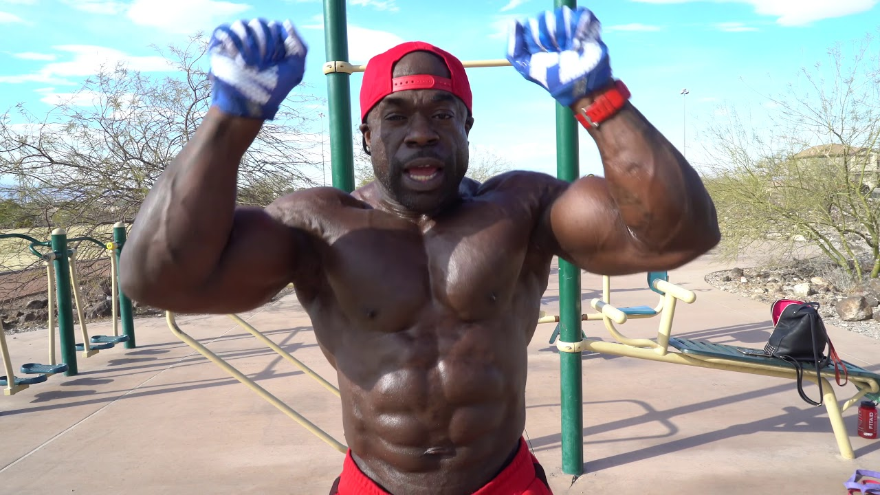 Kali Muscle: Smoking weed before Park Workout