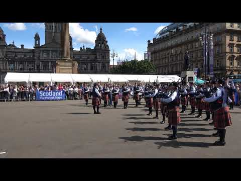 Worlds 2017 - Simon Fraser University Pipe Band - Medley in George Square - Piping Live