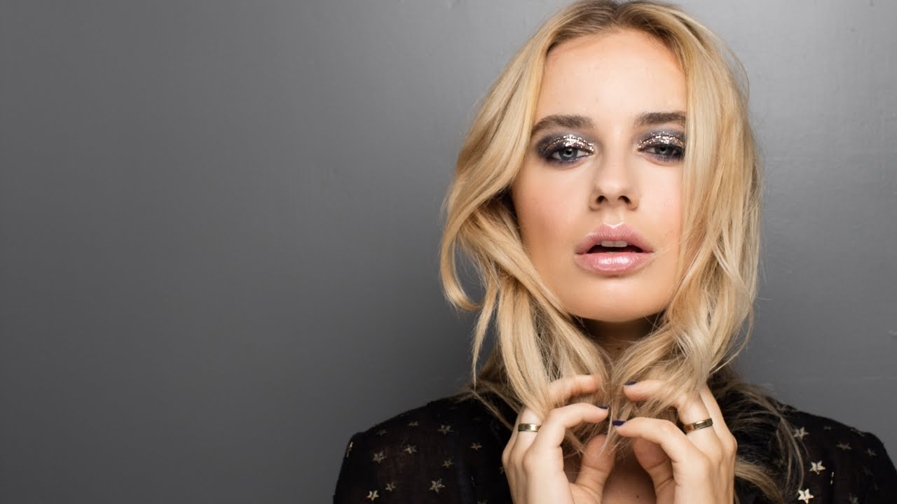 Download Smoky Glitter Makeup on Fashion Blogger Sonya Esman - Class Is Internal