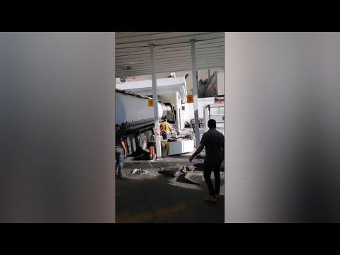 Accident spectaculaire d'un camion-citerne à Casablanca