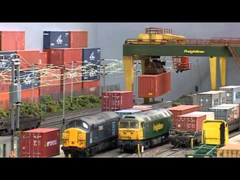 Warren Lane working Freight Terminal OO 00 HO Fabulous!