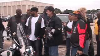 101009 CHUCK NORRIS HEADS BENEFIT RIDE TO PAPAS *