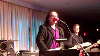 """Living on a Thin Line"" performed live by Dave Davies, 2013-05-30, Bull Run Restaurant"