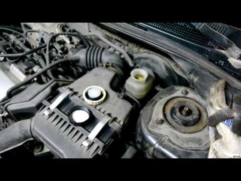 Как долить масло в двигатель, какой должен быть уровень масла. How to add oil to the engine.
