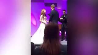 Видео  Свидетель случайно испортил свадьбу своих друзей
