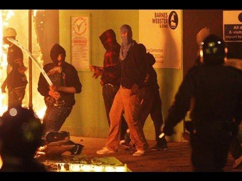 Массовые беспорядки в Англии: молодежь против полиции - сюжет