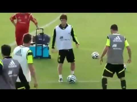 Amazing Spain training Brazil 2014