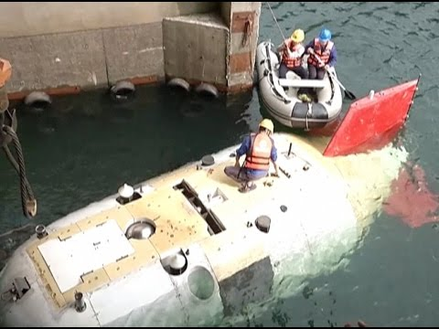 China-made Manned Submersible Undertakes Tests in Pool