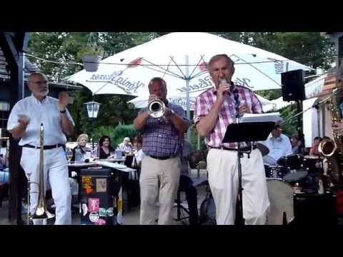 "Ruhr-River Jazzband plays ""Going Home"""