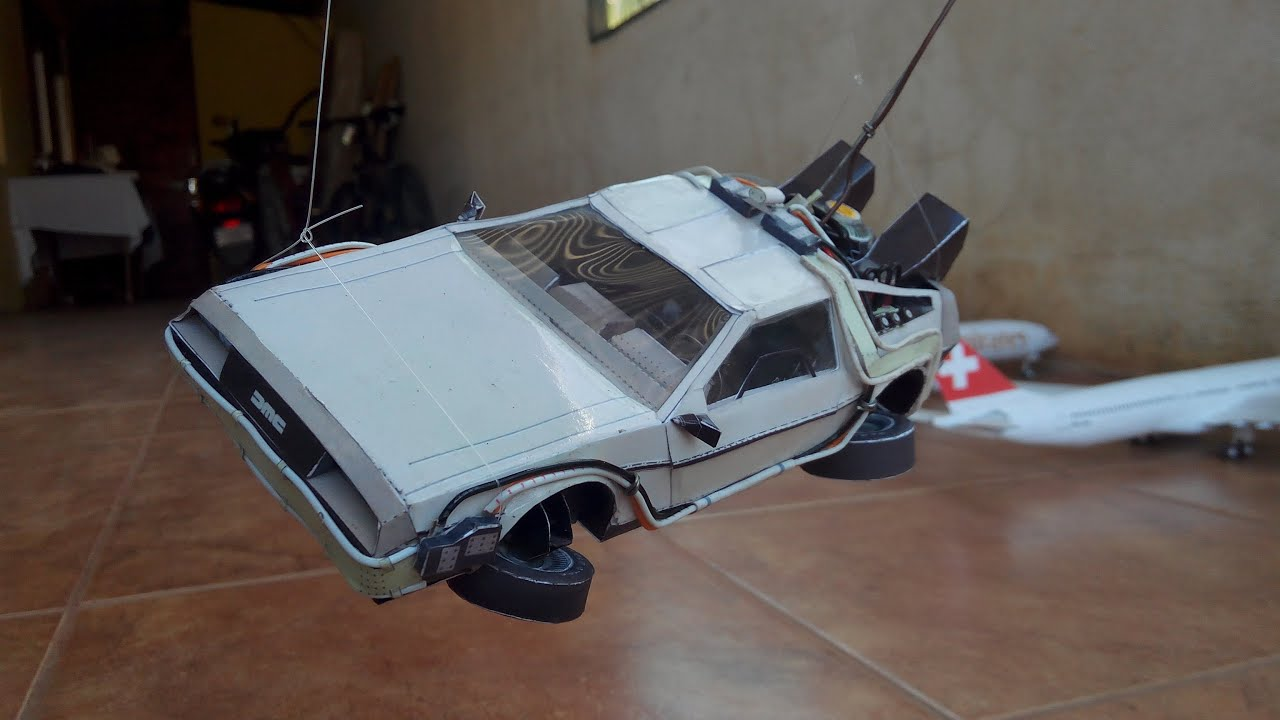 Papercraft DeLorean Papercraft