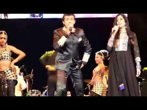 Chori Chori Chupke Se - Sonu Nigam Live HD (with Jonita Gandhi)