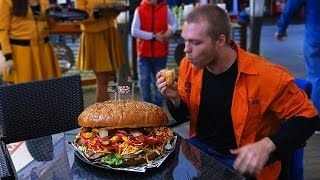 7 STREET - 4KG (9LBS) BURGER TEAM EATING COMPETITION | [Epic Cheat Meal]