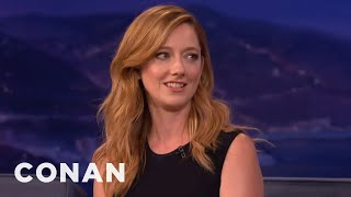 """Repeat youtube video Judy Greer: The """"Archer"""" Cast's Filthy Sign Language Live Shows  - CONAN on TBS"""