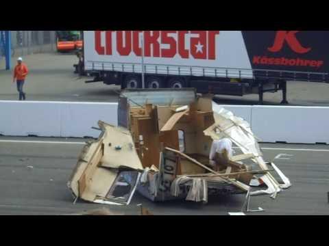 sleurhutten race big crash voor onze tribune!!!!! Truckstar festival