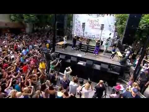Vanessa Hudgens  Sneakernight concert fresh faces