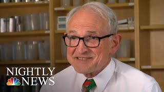 Baixar College Physics Professor Inspires With Viral Classroom Lessons | NBC Nightly News