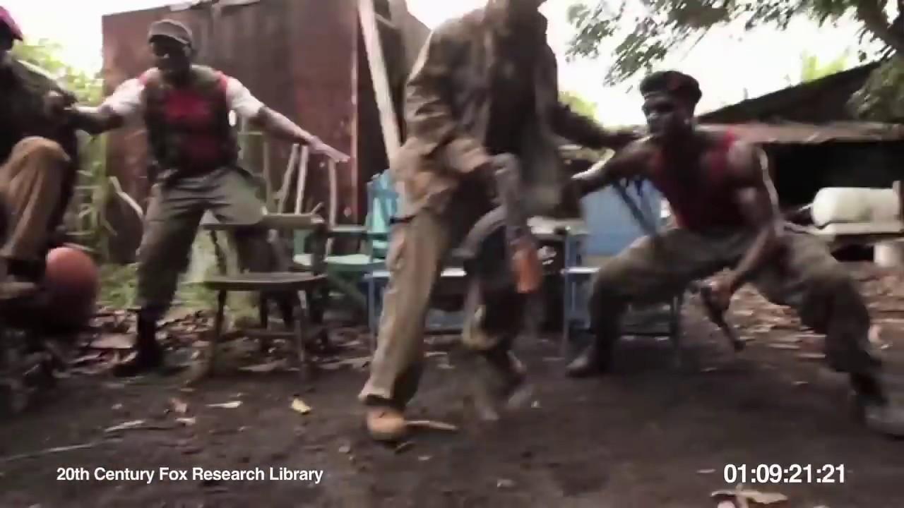 Обезьяна стрелляет по неграм