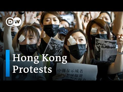 Hong Kong protesters 'sorry' to travelers, but plan more demonstrations | DW News