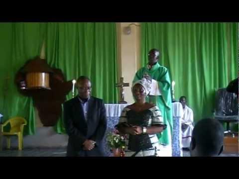Visite du President de l'UDRP a l'Eglise Catholique  de Yomou 17 Septembre 2012.mpeg