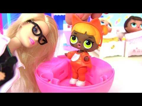 видео: Мультики Барби Мультик. ПРИВИВКА! ИГРАЕМ В ДОКТОРА! Пупсики. Куклы ЛОЛ! Видео для Детей #cюрприз