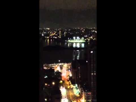 😃😃😃😃 See fabulous New York City Skyline & @EmpireStateBldg with luminous half moon from my ro...