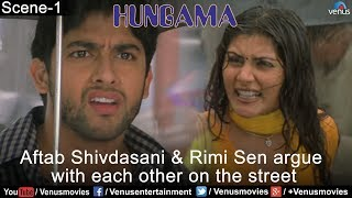 Aftab Shivdasani & Rimi Sen argue with each other on the street (Hungama)