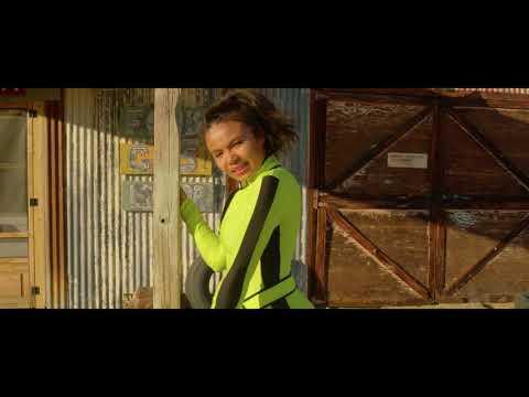 Смотреть клип Brooklyn Queen - Gimmie