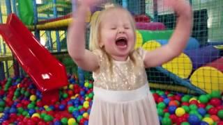 Развлекательный детский центр с горками и лабиринтами,бассейном с шариками