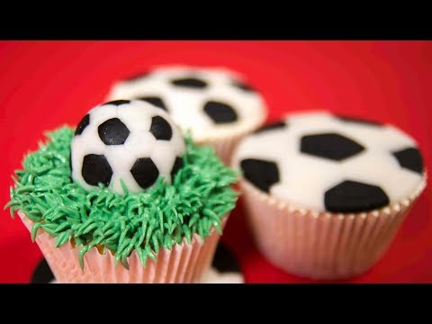 Football Cupcakes - 2 ideas to make perfect Football Balls out of Sugarpaste